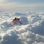 Ela fliegt